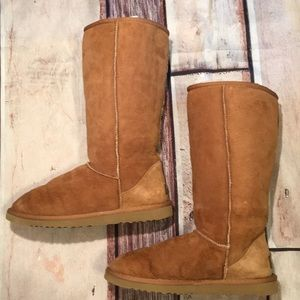 "Ugg 13 1/2"" Tall Chestnut Ugg Size 9 EXCELLENT"